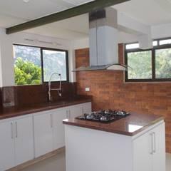 : Cocinas integrales de estilo  por Omar Interior Designer  Empresa de  Diseño Interior, remodelacion, Cocinas integrales, Decoración