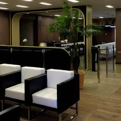 Recepção Hospital: Hospitais  por Lopes de Moura Studios