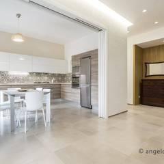غرفة السفرة تنفيذ Casaburi & Memoli Architetti, تبسيطي البلاط