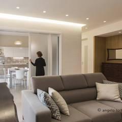 Living room by Casaburi & Memoli Architetti, Minimalist ٹائلیں