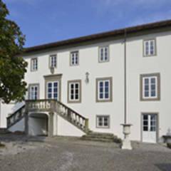 Restauro dimora storica lucchese: Casa di campagna in stile  di Marco Baldacci Architetto