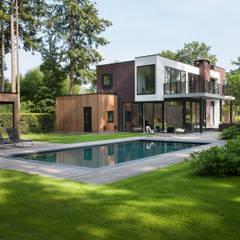 Moderne villa in Apeldoorn:  Villa door Architectenbureau Atelier3