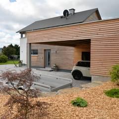 منزل خشبي تنفيذ Herrmann Massivholzhaus GmbH, حداثي خشب نقي  Multicolored