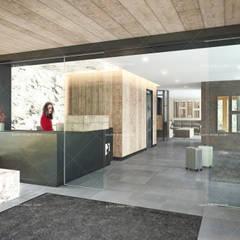QUADRO DESIGN STUDIO – Metro Butik Otel:  tarz Zeminler