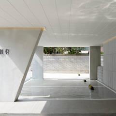 moderne Garage & Schuppen von 소수건축사사무소