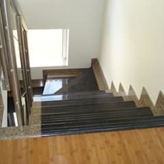 Escadas em Pedra (Construção Moradia - Sintra): Escadas  por ENGIMULTI