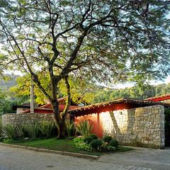 Casa unifamiliare in stile  di Maria Claudia Faro