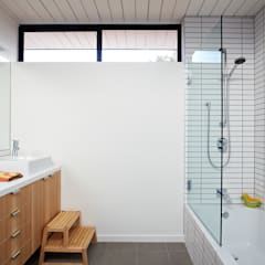 Mid-Mod Eichler Addition Remodel by Klopf Architecture: modern Bathroom by Klopf Architecture
