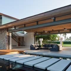 Sava Sai -  Phuket, Thailand: modern Living room by Original Vision