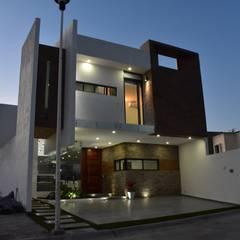 CASA RCP : Casas unifamiliares de estilo  por DEVELOP ARQUITECTOS