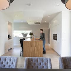 Villa Krakestee keuken:  Inbouwkeukens door Thijssen Verheijden Architecture & Management