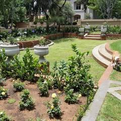 Waterkloof heights:  Garden by Gorgeous Gardens, Classic