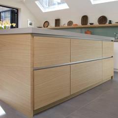 Ringmere Avenue SW6: Minimalistic Kitchen By Kuche Design