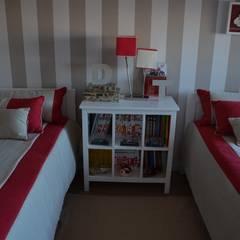 Phòng ngủ bé trai by STOOL INTERIORS