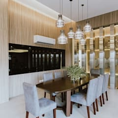 MG House: Dining Room By Living Innovations Design Unlimited, Inc.