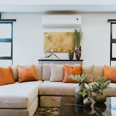 MG House:  Living room by Living Innovations Design Unlimited, Inc.