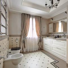 Санузел (душевая) хозяев дома: Ванные комнаты в . Автор – ODEL
