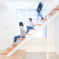 Escaleras de estilo  por 一級建築士事務所 Atelier Casa