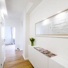 Ochota - mieszkanie na sprzedaż: styl , w kategorii Korytarz, przedpokój zaprojektowany przez IDeALS | interior design and living store