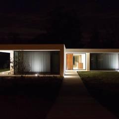 Habitação Uni-familiar H&G: Casas unifamilares  por António Mota, Susana Machado - Arquitectos, Lda
