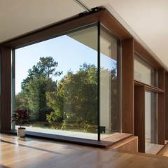 Ventanas de madera de estilo  por António Mota, Susana Machado - Arquitectos, Lda