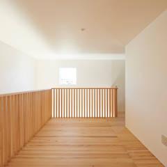 غرفة نوم مراهقين  تنفيذ アトリエモノゴト 一級建築士事務所