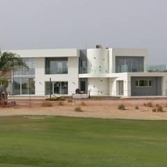 Orientación SurEste: Villas de estilo  de Estudio de Arquitectura e Interiorismo  José Sánchez Vélez. 653773806