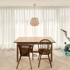 minimalistische Esszimmer von 봄디자인