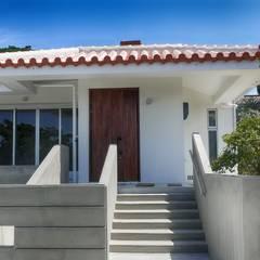 アプローチ階段: 株式会社青空設計が手掛けた一戸建て住宅です。