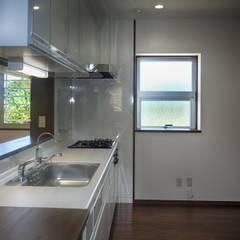 瓦のある住宅: 株式会社青空設計が手掛けたキッチンです。,クラシック