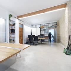 Espacio de trabajo: Estudios y despachos de estilo  de Eseiesa Arquitectos