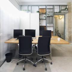 Mesa de trabajo 1: Estudios y despachos de estilo  de Eseiesa Arquitectos