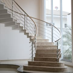 Stairs by Penha Alba Arquitetura e Interiores, Classic Marble