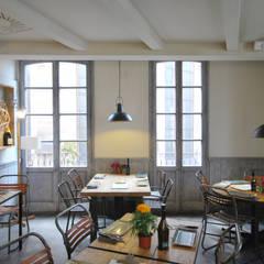 Sala: Locales gastronómicos de estilo  de Abrils Studio