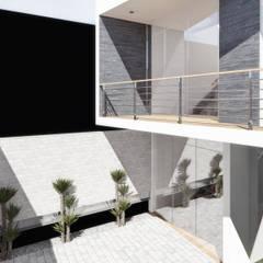 Estacionamiento: Salas / recibidores de estilo minimalista por TECTONICA STUDIO SAC