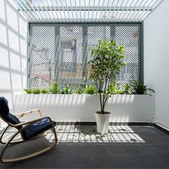 Terrasse de style  par Công ty TNHH Thiết Kế Xây Dựng Song Phát