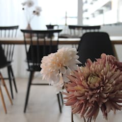Möblierte Musterwohnung in Wallisellen: skandinavische Esszimmer von Home Staging Nordisch