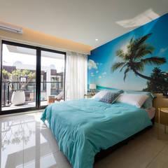 Dormitorios de estilo topical por 木皆空間設計