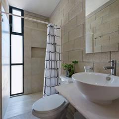K'inam: Baños de estilo  por Duarte Aznar Arquitectos