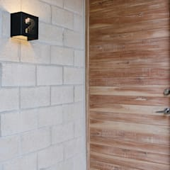 Doors by Duarte Aznar Arquitectos , Industrial Reinforced concrete