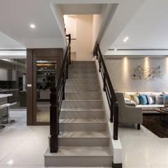 Corridor & hallway by SING萬寶隆空間設計
