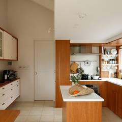 ICON: 株式会社 ATELIER O2が手掛けたキッチン収納です。