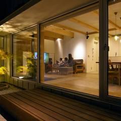 Maison passive de style  par 株式会社 ATELIER O2