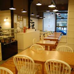 Restaurante Lu um - Bilbao: Espaços de restauração  por SOFIA CASTRO & FILIPE SILVA, ARQUITECTOS ASSOCIADOS, LIMITADA