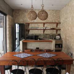 Villa Cherie: Cocinas de estilo  por CO-TA ARQUITECTURA