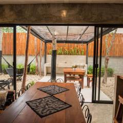 Villa Cherie: Jardines de estilo  por CO-TA ARQUITECTURA
