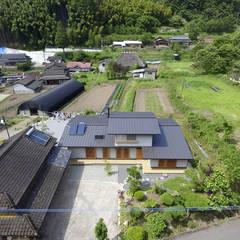 里の家~玖珠万年山の麓 実りある住まい~: 山道勉建築が手掛けた庭です。
