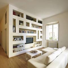 Ristrutturazione Appartamento Storico a Firenze: Soggiorno in stile in stile Moderno di JFD - Juri Favilli Design