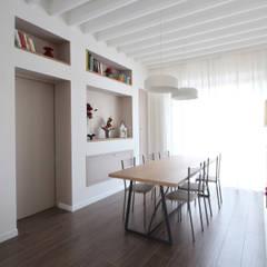 Sala da Pranzo Country Chic: Sala da pranzo in stile  di JFD - Juri Favilli Design