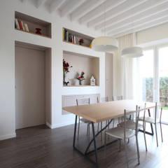 Sala da Pranzo Country Chic Moderno: Sala da pranzo in stile  di JFD - Juri Favilli Design